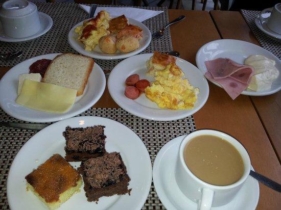 Hotel Recanto da Serra: Mulher gosta de café da manhã, certo? Esse é o lugar!!