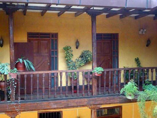 Hotel Plaza: Eingangstüren von Zimmern