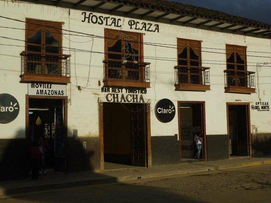 Hotel Plaza: Frontpartie mit Eingang Hostal Plaza
