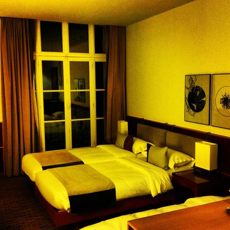 K+K Hotel Cayre: 天井が高く、部屋は充分広く快適です