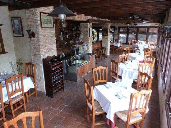 Condomina 58: Magnifico restaurante, un salon mas que acogedor.
