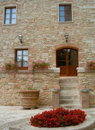 Castello delle Serre: Courtyard