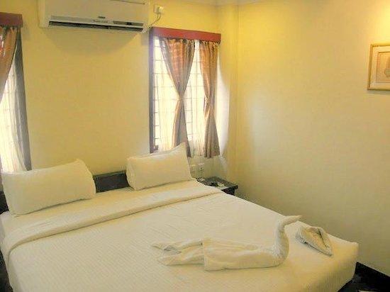 Meenakshi's Sunshine Hotel: Superior Room