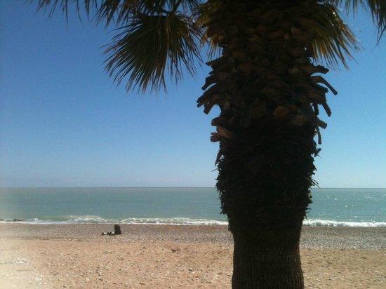 Le Chantilly: La plage à 300m