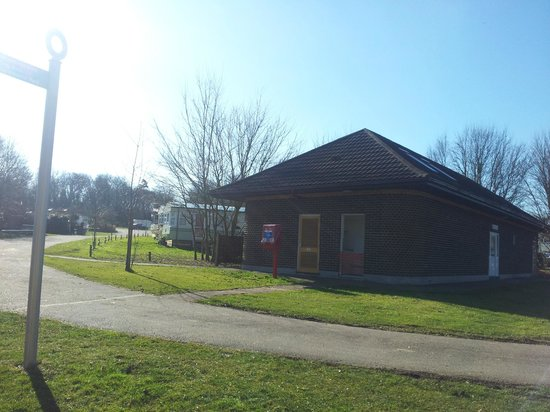 Lee Valley Campsite, Sewardstone: TOUILET / SHOWER BLOCK