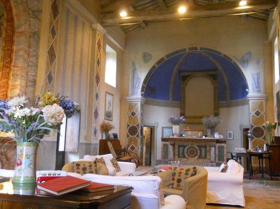 Borgo di Carpiano: interno chiesa sala comune