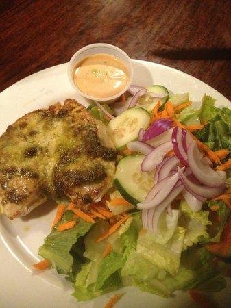 pesto parmesam crusted chicken breast - Foto di Bayside Pavilion ...