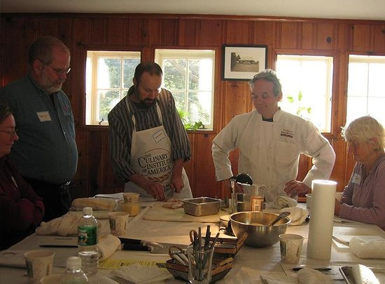 Inn at Baldwin Creek Cooking Classes: chopping