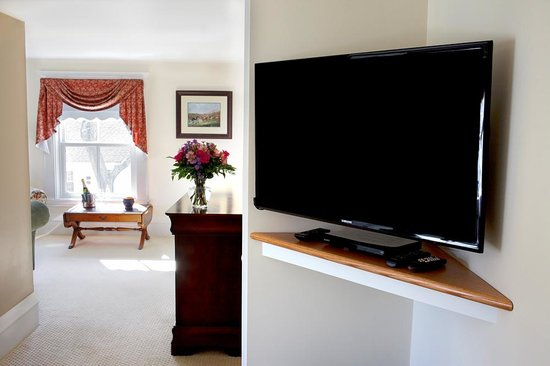The Kings Inne: Balmoral HD TV