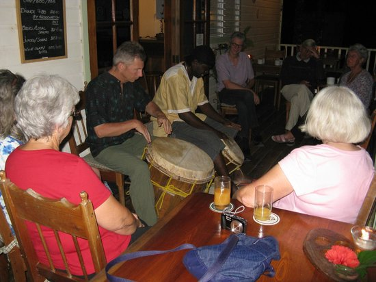 Hickatee Cottages: Wednesday night drumming