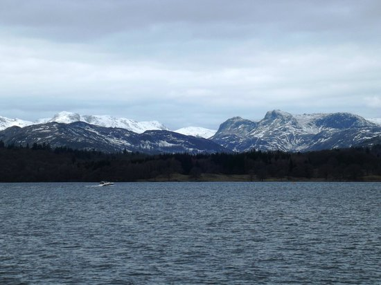 Bowness-on-Windermere, UK: Snow capped pikes