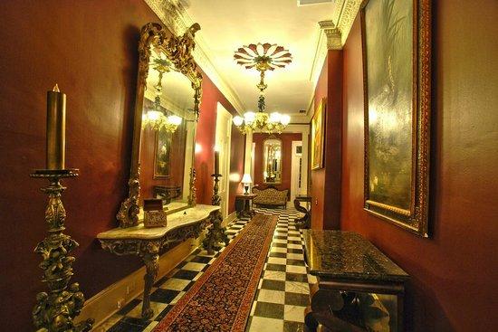 Lamothe House Hotel: Lamothe House Entry Way