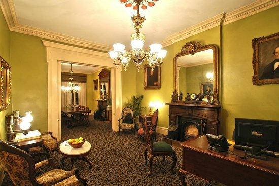Lamothe House Hotel: Lamothe House Lobby
