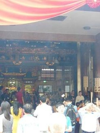 Kuan Yin Thong Hood Cho Temple: 平日なのに混雑していました。