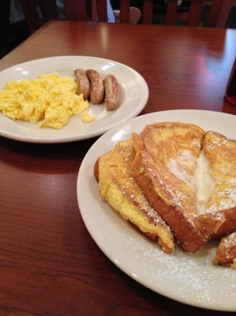 Sam's Diner: French Toast, Scrambled eggs & sausages
