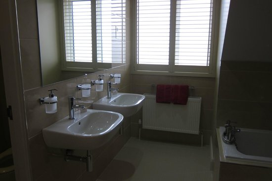Sea-Breeze Lodge: Bathroom