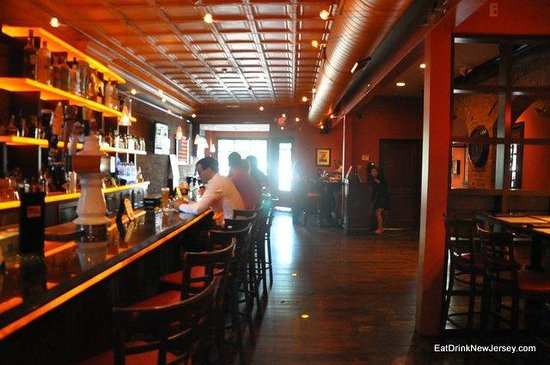 George and Martha's American Grille: The Bar