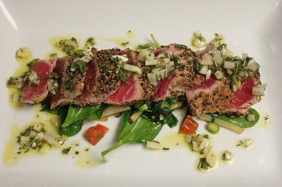 George and Martha's American Grille: Seared Ahi Tuna