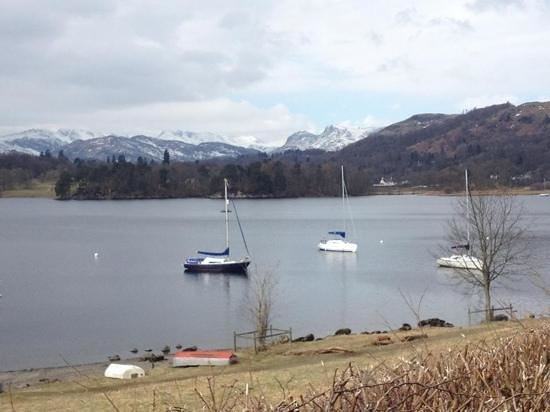 Low Wood Bay: boats on the lake