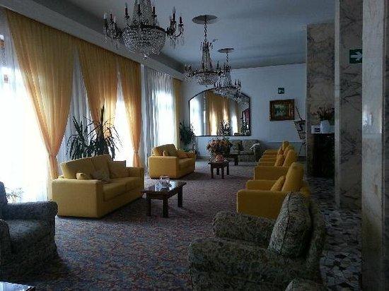Chianciano Terme, Italien: salottino hotel cristallo