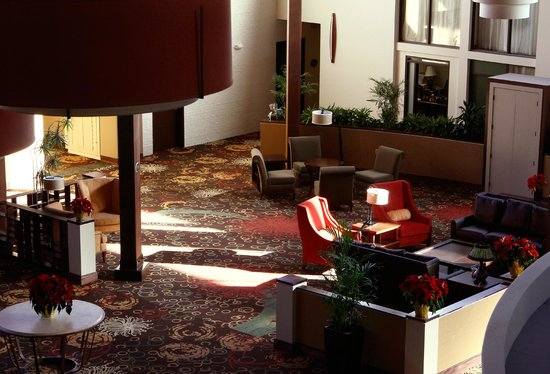 Clarion Hotel Kansas City - Overland Park: Connections Lounge