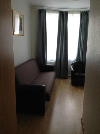 Best Western Plus Hotell Hordaheimen: Turret window & entry