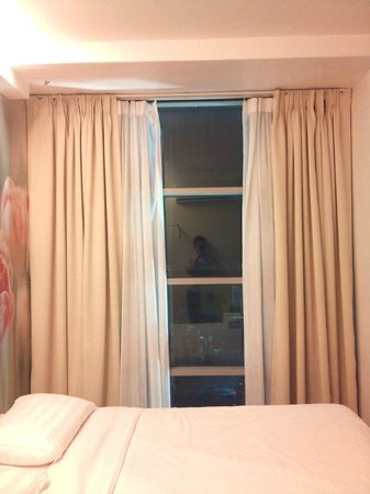 V Garden Hotel: big window with city view