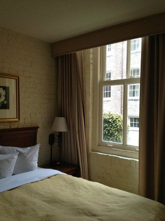 Country Inn & Suites By Carlson, New Orleans French Quarter: Small rooms but all you need for New Orleans visit!