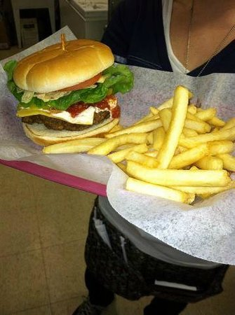 Luci's Cafe and Coffee Shoppe: Hearty Burgers