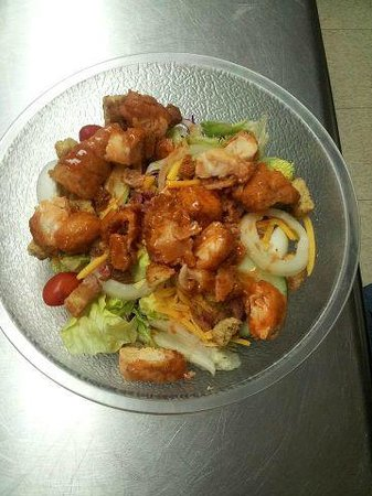 Luci's Cafe and Coffee Shoppe: Large Buffalo Chicken salad