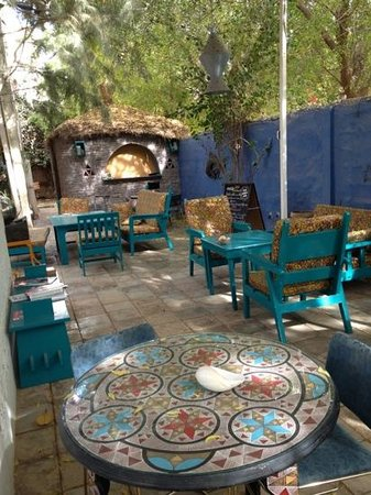 Maison d'hotes Jeloua : Prendre vos repas à l'ombre et au calme de cette cours intérieur
