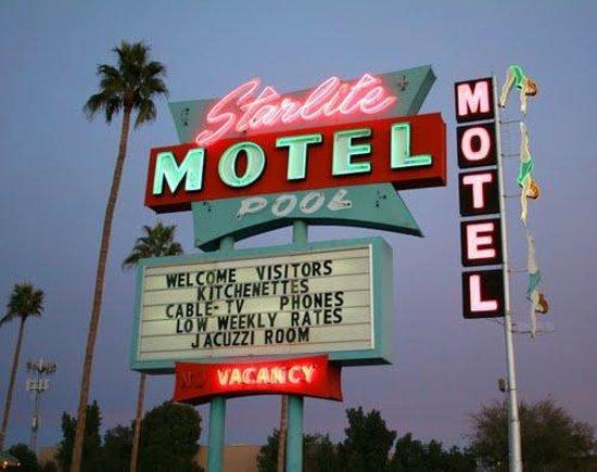 Starlite Motel: Sign