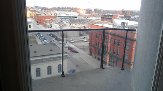 Four Points Hotel and Suites Kingston: Balcon avec garde-cord en verre