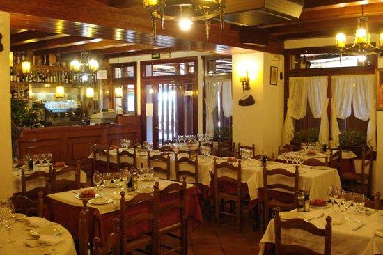 Restaurant Tres Turons, Barri de Torrenbò, Arenys de Munt