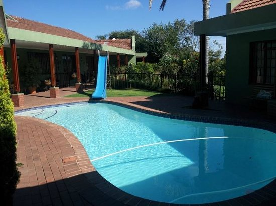 Blackheath Manor Guest House: Swimming pool area