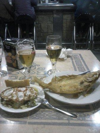 Cafeteria Al-Alba: Gallo y patatas a lo pobre con huevo
