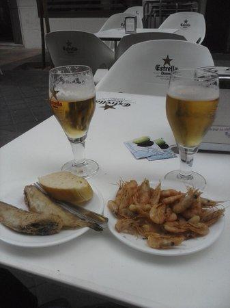 Cafeteria Al-Alba: Gambas fritas y brótola