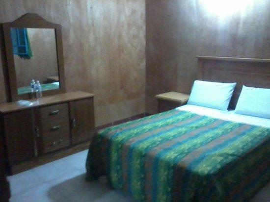 Hotel Ritz: Habitación sencilla con 1 cama matrimonial