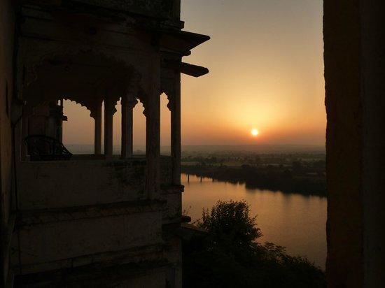 Bhainsrorgarh Fort Hotel : Sunset from The Mewar Suite