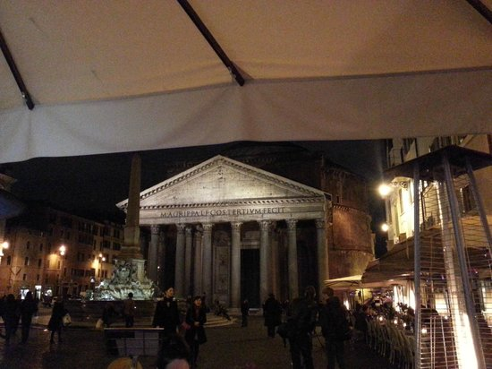 Napoletano's: Great View at the Pantheon
