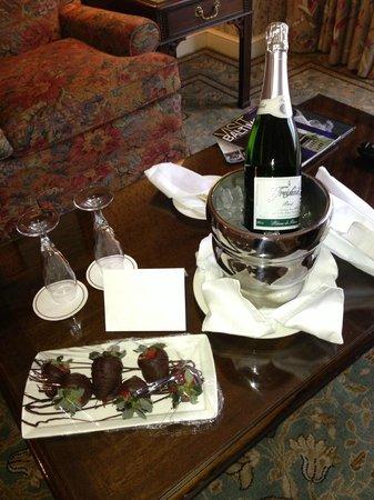 Royal Sonesta Harbor Court Baltimore: Champagne and Strawberries!