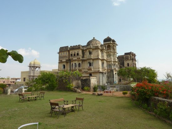 Bhainsrorgarh Fort Hotel : Grounds of the Fort