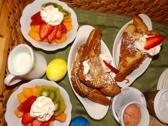 Whale Watch Inn by the Sea: Gourmet Breakfast was sooooo delicious!
