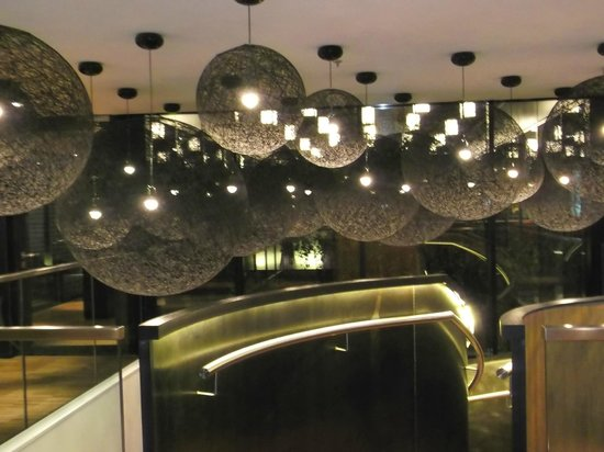 citizenM London Bankside: Cool lighting on the first floor