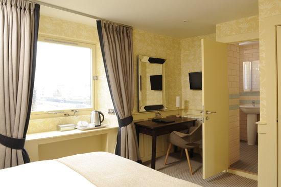 Brooks Hotel Edinburgh: King room