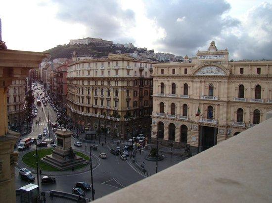 Hotel Le Orchidee: dal balcone P.zza Bovio, corso Umberto e Certosa