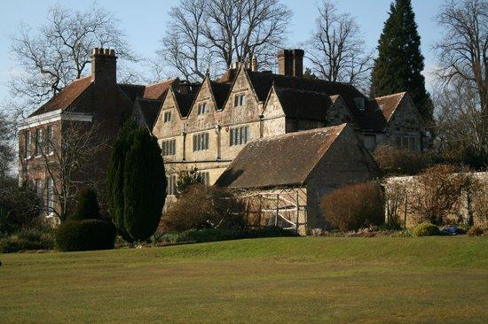 Stone House: Vue de l'aile Tudor