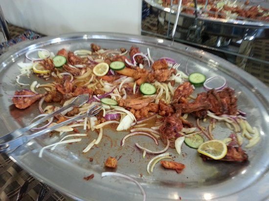 Jannat Restaurant: Not much left... don't worry, more fresh starters will come from the kitchen.
