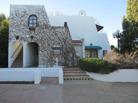 El Rey Court: Hacienda