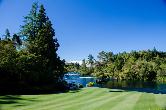 Huka Lodge: View over the Huka Falls